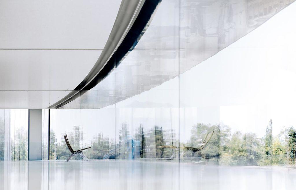 apple park chair 1024x658 - Apple Park, une vision idéaliste, mais non réaliste?